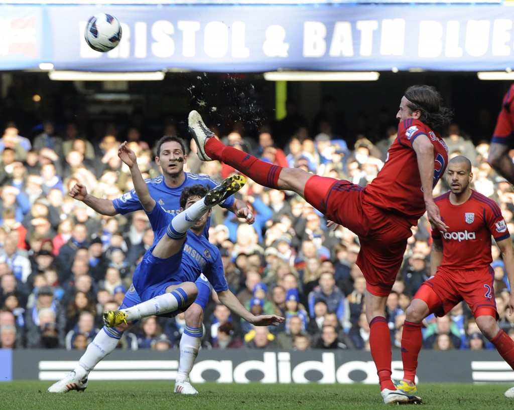epa03607028 Chelsea's Oscar (2 L) vies for the ball against West Brom's Jonas Olsson (2 R) during the English Premier League soccer match between Chelsea vs West Brom at Stamford Bridge in London, Britain, 02 March 2013.  EPA/ANDY RAIN Special Instructions DataCo terms and conditions apply http://www.epa.eu/downloads/DataCo-TCs.pdf