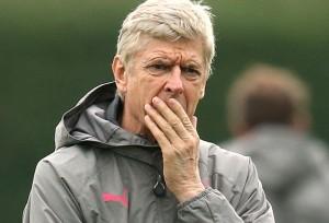 Arsene Wenger bảo vệ quyết định lựa chọn đội hình của mình