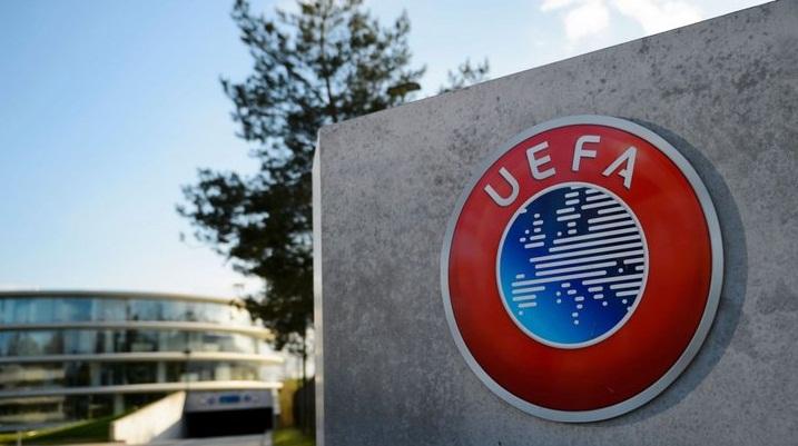Sevilla báo cáo UEFA về việc Manchester United tăng giá vé