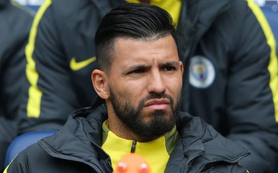 Tiền đạo Manchester City Sergio Aguero tránh được án phạt do va chạm với người hâm mộ